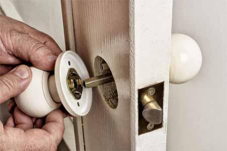 How to remove the broken door lock